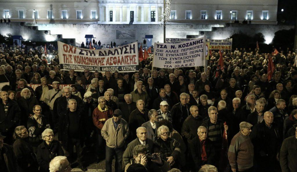 Συνταξιούχοι: Συγκέντρωση διαμαρτυρίας με ….φασολάδα στο Σύνταγμα – Κλειστοί οι δρόμοι (pics)   Pagenews.gr