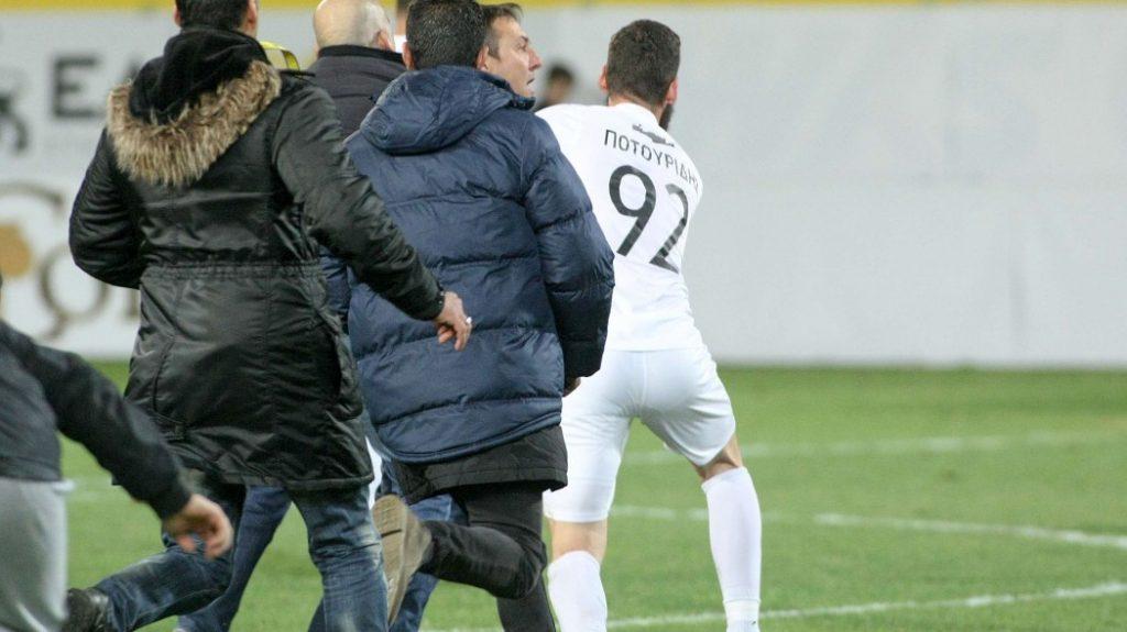 Ενταση με Παπαδόπουλο στο φινάλε του αγώνα   Pagenews.gr