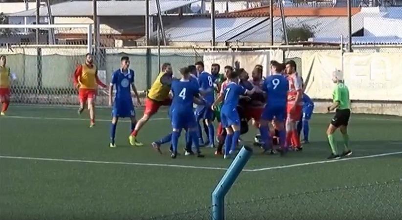 Χαμός σε ματς στα Χανιά: Πιάστηκαν στα χέρια οι ποδοσφαιριστές | Pagenews.gr