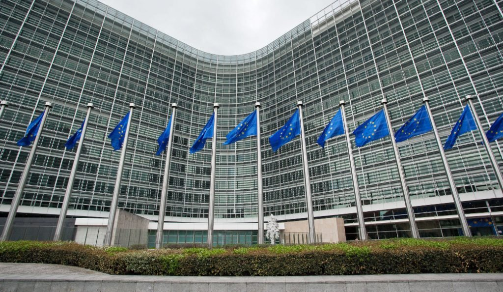 Κομισιόν: Η ΕΕ είναι έτοιμη να επιβάλει εμπορικά αντίμετρα στις ΗΠΑ   Pagenews.gr