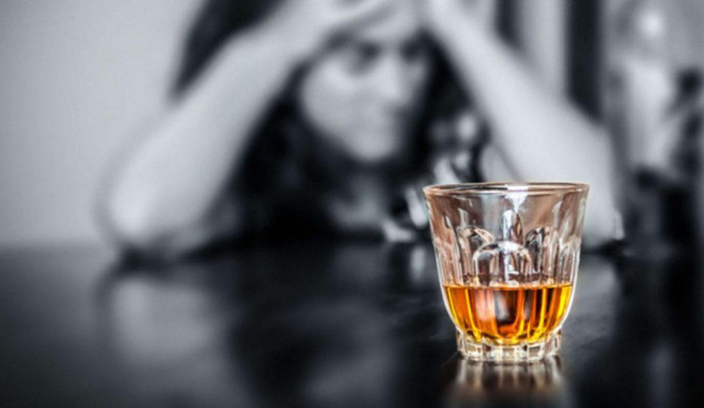 Έρευνα: Καυτό τσάι και αλκοόλ αυξάνουν τον κίνδυνο καρκίνου του οισοφάγου | Pagenews.gr