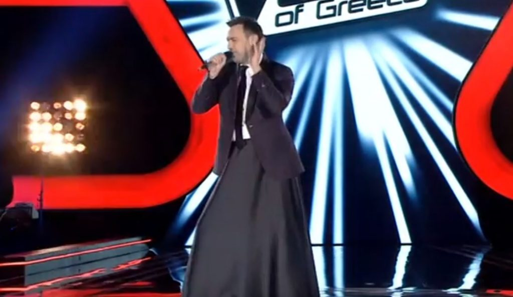 Γιώργος Καπουτζίδης: Φόρεσε φούστα και τραγούδησε Ρουβά στον τελικό του The Voice (vid) | Pagenews.gr