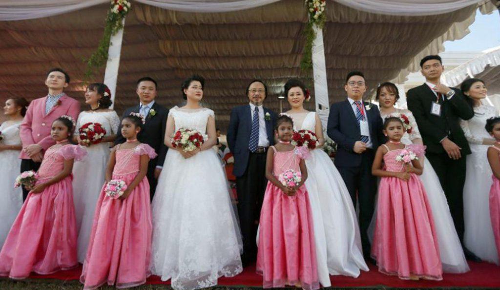 Σρι Λάνκα: 50 ζευγάρια παντρεύτηκαν σε ομαδικό γάμο (vid)   Pagenews.gr