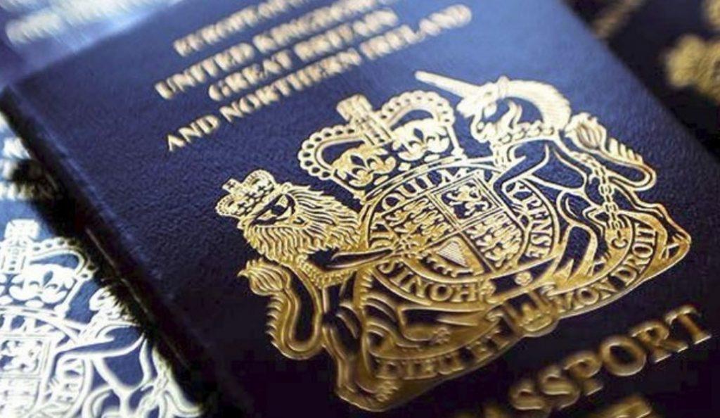 Βρετανικά διαβατήρια: Θα ξαναγίνουν μπλε μετά το Brexit | Pagenews.gr
