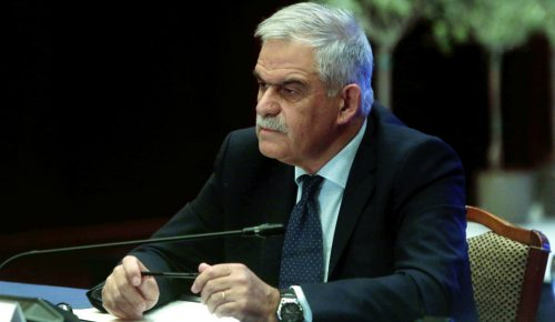 Τόσκας: Ξεσάλωσε το twitter με την παραίτηση – «Είναι μόνο 66 ετών» | Pagenews.gr