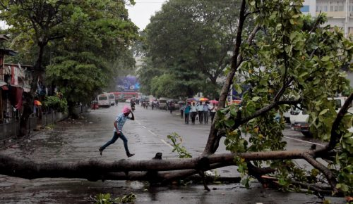 Γαλλία: Χωρίς ρεύμα 200.000 νοικοκυριά μετά την έλευση της καταιγίδας Eleanor | Pagenews.gr