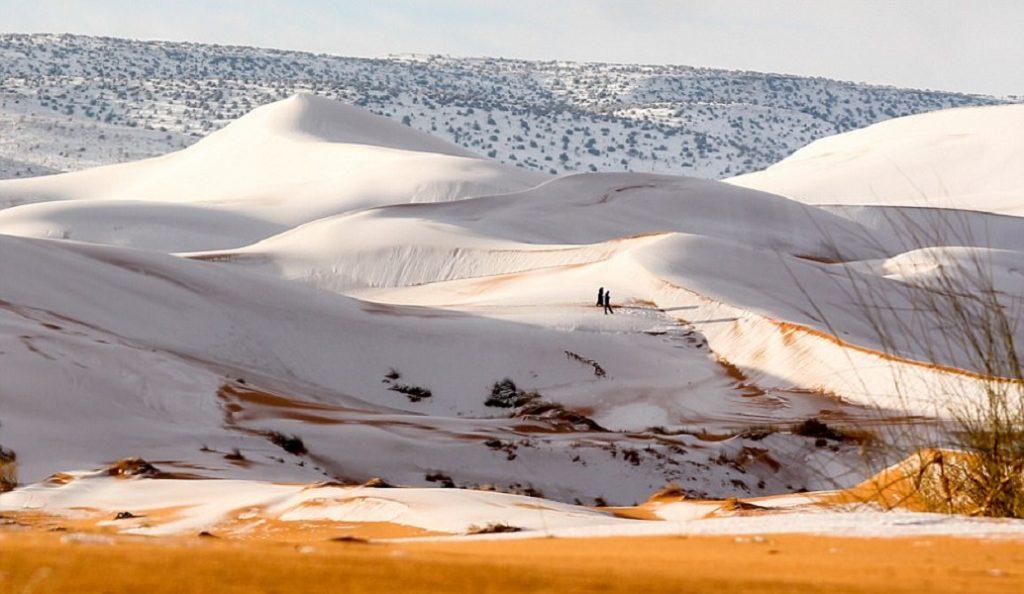 Η Σαχάρα καλύφθηκε από χιόνι και το θέαμα είναι υπέροχο (pics&vid) | Pagenews.gr