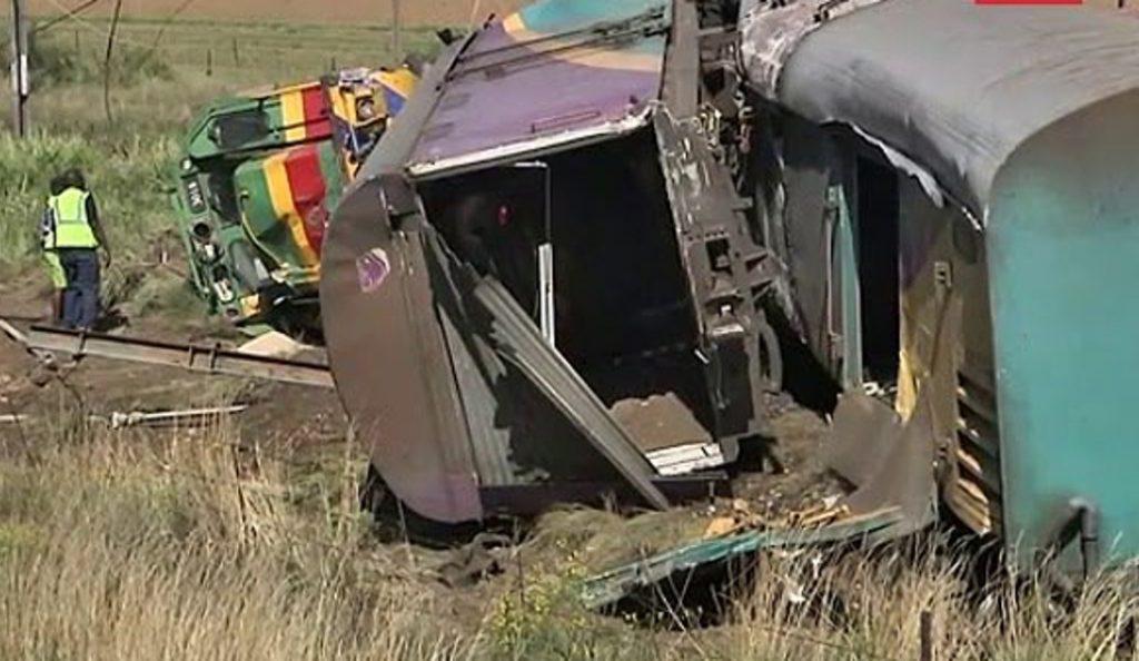 Σύγκρουση τρένων στο Γιοχάνεσμπουργκ: Πάνω από 200 τραυματίες (vid)   Pagenews.gr