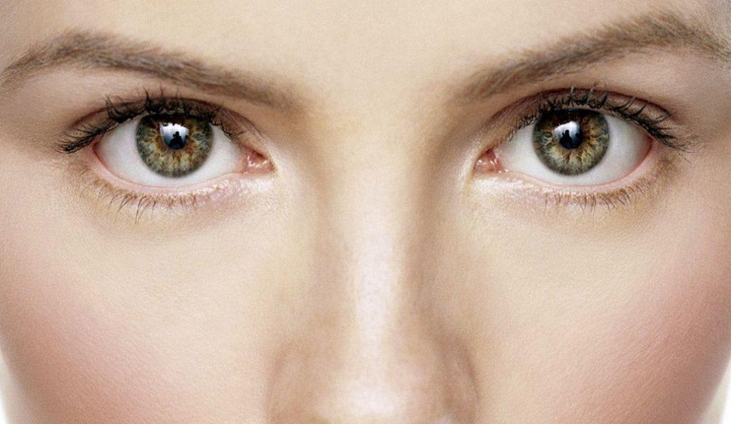 Σακούλες κάτω από τα μάτια: Το τρικ για να τις εξαφανίσετε! | Pagenews.gr
