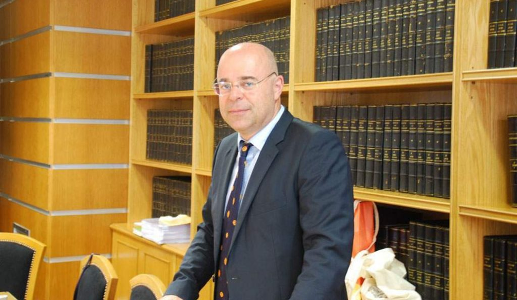 Πρόεδρος συμβολαιογράφων: Βιώνουμε ένα αίσχος και η Βουλή σιωπά | Pagenews.gr
