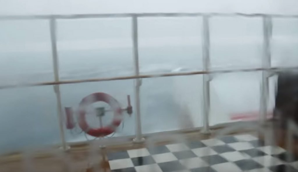 Ιαπωνία: Άνεμοι παρασύρουν φλεγόμενο Ιρανικό δεξαμενόπλοιο (vid) | Pagenews.gr