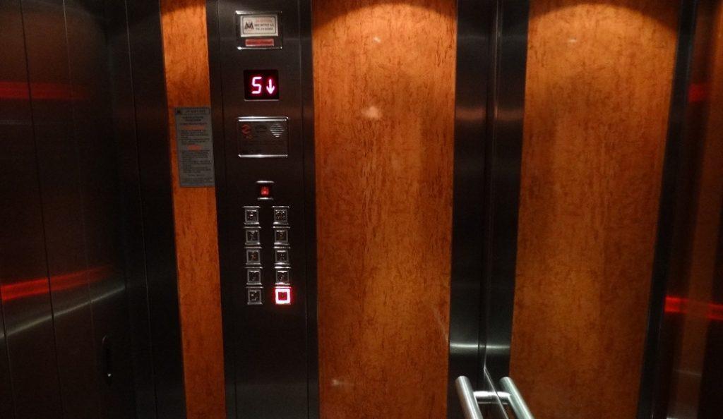 Λάρισα: Ένοικοι σε πολυκατοικία δεν πληρώνουν τα κοινόχρηστα και τους κλείδωσαν το ασανσέρ   Pagenews.gr