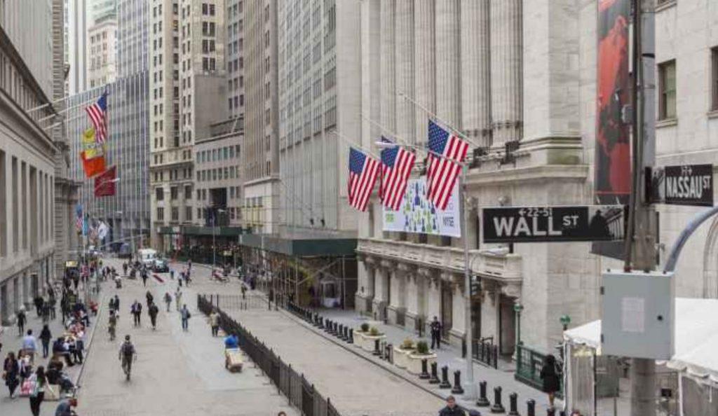 Wall Street: Ράλι 220 μονάδων για τον Dow, «άλμα» 10% για την Intel   Pagenews.gr