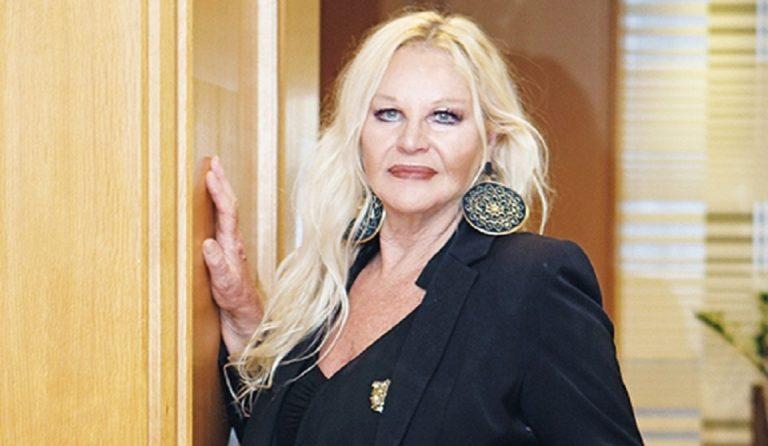 Αποκλειστικό: Αννούλα Βασιλείου: «Η ζωή του Μανώλη Αγγελόπουλου θα γίνει θεατρική παράσταση»   Pagenews.gr