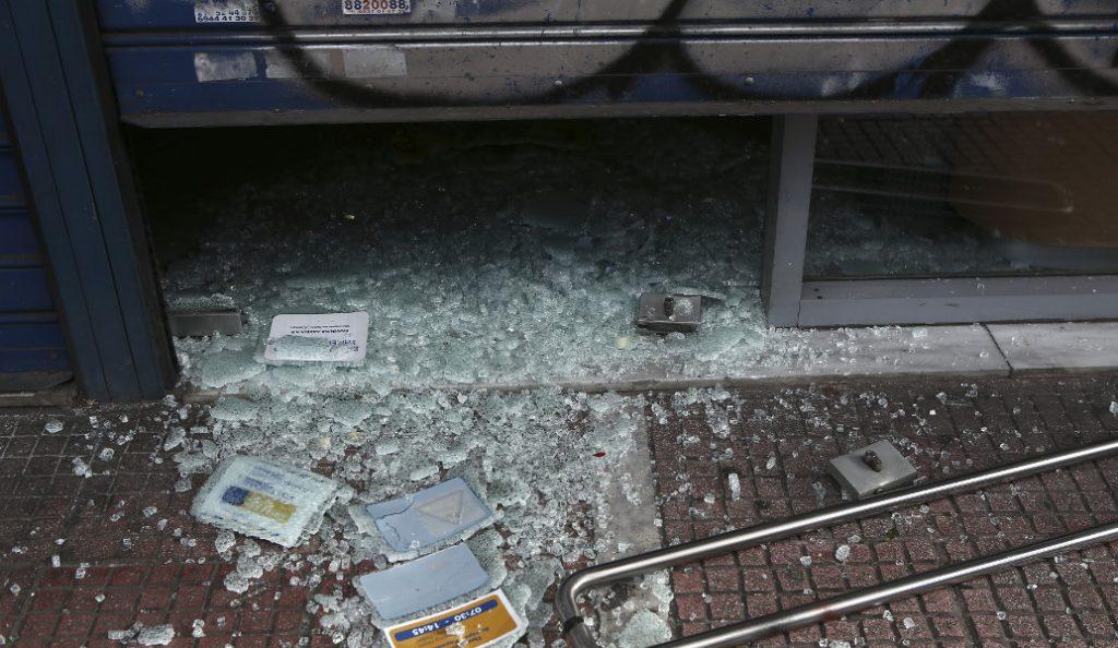 ΕΛΤΑ: Επίθεση κουκουλοφόρων στα γραφεία στον Ταύρο | Pagenews.gr