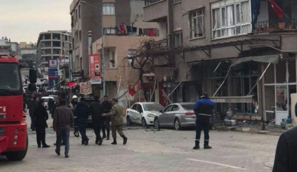 Τουρκία: Πύραυλος χτύπησε πόλη κοντά στα σύνορα με τη Συρία – Ένας νεκρός, 32 τραυματίες (pics & vid) | Pagenews.gr
