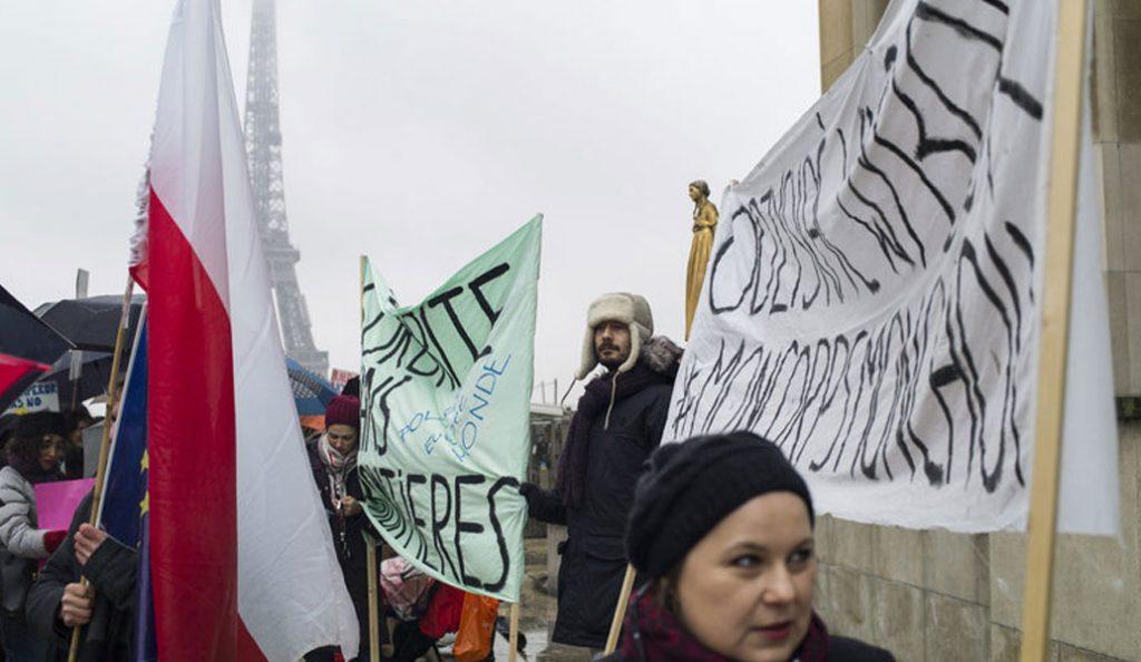 Πορείες υπέρ των γυναικών και εναντίον του Ντόναλντ Τραμπ στην Ευρώπη (vid) | Pagenews.gr