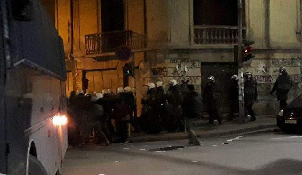 Θεσσαλονίκη: Ένταση και επεισόδια σε πορεία αντιεξουσιαστών (pics & vid) | Pagenews.gr