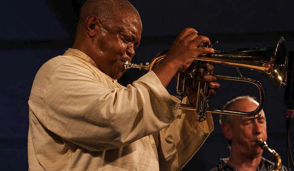 Χιου Μασεκέλα: Πέθανε ο «πατέρας της νοτιοαφρικανικής τζαζ» | Pagenews.gr