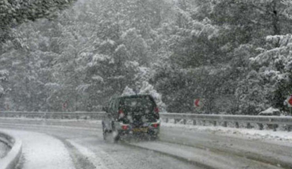 Στα «λευκά» η Πάρνηθα: Με αντιολισθητικές αλυσίδες η κίνηση στη Λεωφόρο Πάρνηθος | Pagenews.gr
