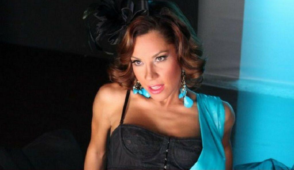 «Καυτή» τραγουδίστρια μπαίνει στο Survivor (pics)   Pagenews.gr