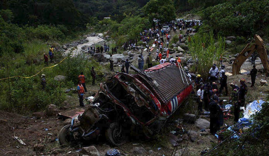 Γουατεμάλα: Τουλάχιστον οκτώ νεκροί από πτώση λεωφορείου σε ρεματιά | Pagenews.gr