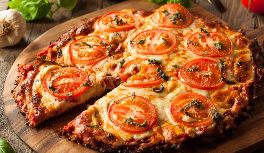 Αλλιώτικη πίτσα με βάση από κουνουπίδι | Pagenews.gr