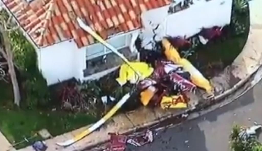 Καλιφόρνια: Ελικόπτερο «καρφώθηκε» σε σπίτι – 3 νεκροί (vid) | Pagenews.gr