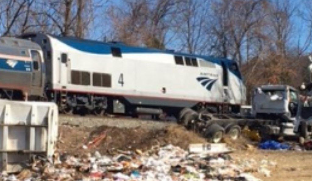 ΗΠΑ: Σύγκρουση τρένου με απορριμματοφόρο (pics & vid)   Pagenews.gr