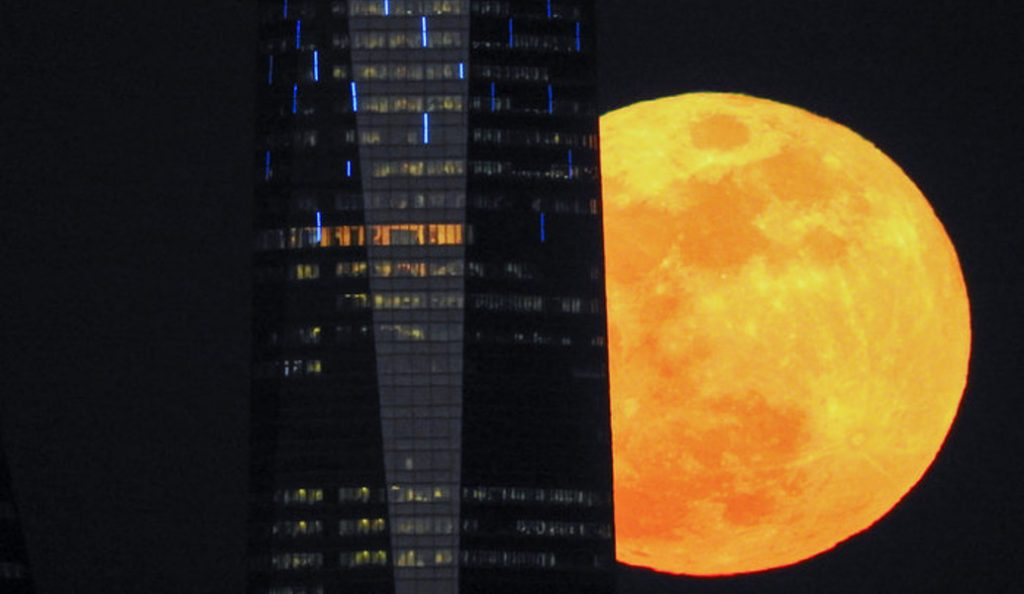 Υπερ – σελήνη: Όπως την είδε η NASA (vid) | Pagenews.gr
