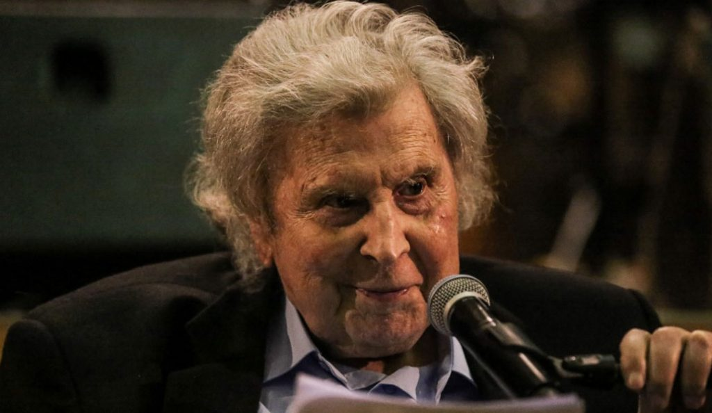 Μίκης Θεοδωράκης για τον βανδαλισμό στο σπίτι του: Θα καταλήξουν στον σκουπιδοτενεκέ της ιστορίας | Pagenews.gr