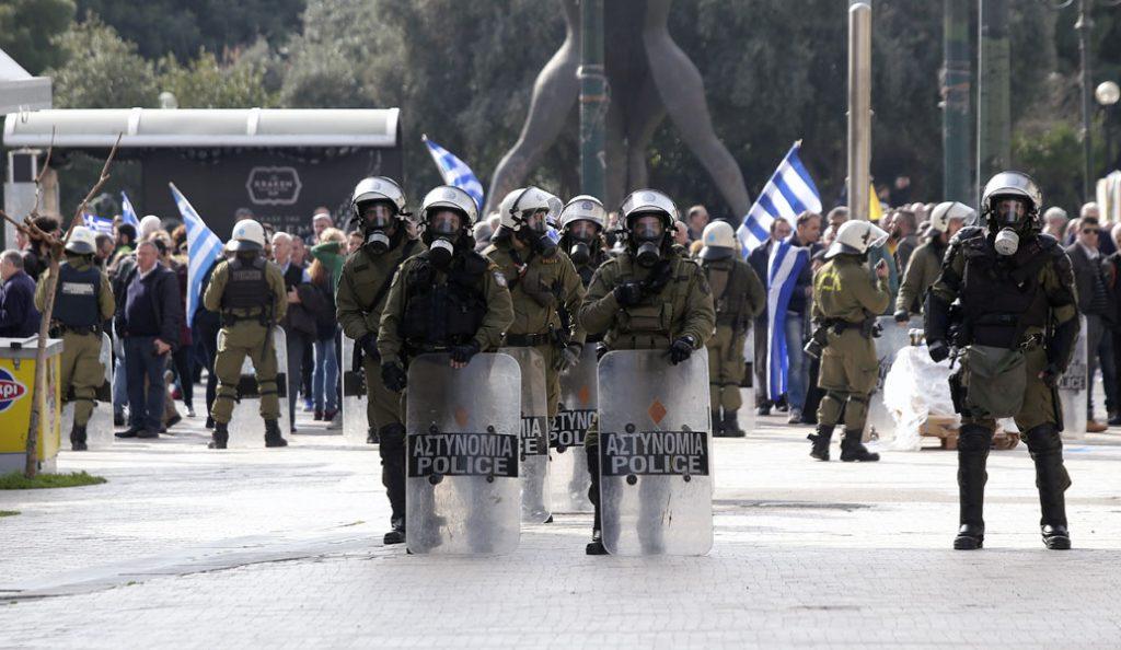 Επεισόδια στο κέντρο: Αντιεξουσιαστές χτύπησαν μοτοσικλετιστή | Pagenews.gr