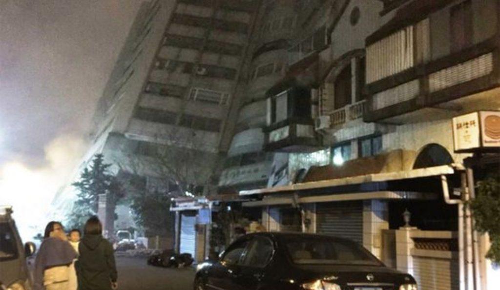Ταϊβάν: Φονικός σεισμός 6,4 Ρίχτερ – Κατέρρευσε ξενοδοχείο, τουλάχιστον 2 νεκροί (pics) | Pagenews.gr