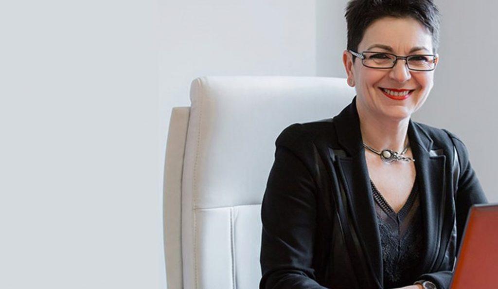 Σκάνδαλο Novartis: Τι απαντά η σύζυγος του Γιάννη Στουρνάρα | Pagenews.gr