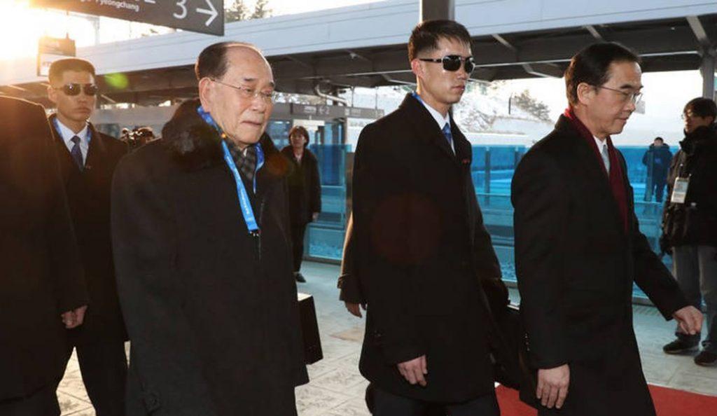 Χειμερινοί Ολυμπιακοί Αγώνες 2018: Ιστορική χειραψία μεταξύ ισχυρών της Βόρειας και Νότιας Κορέας   Pagenews.gr