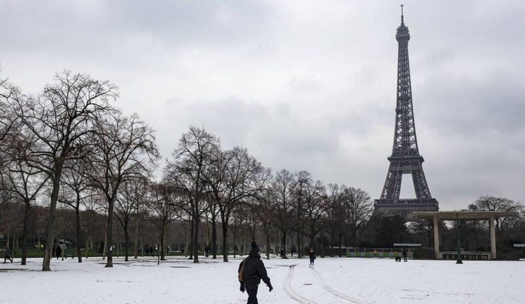 Πύργος του Άιφελ: Κλειστός και το Σάββατο λόγω του χιονιά (vid)   Pagenews.gr