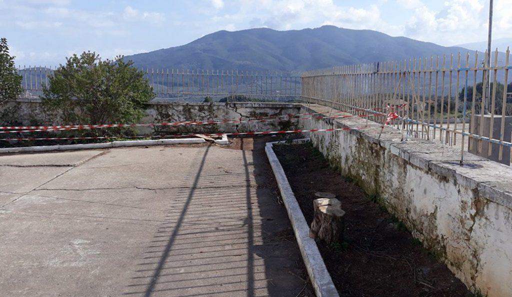 Μεσολόγγι: Επικίνδυνη «παγίδα» το προαύλιο δημοτικού σχολείου (pics) | Pagenews.gr