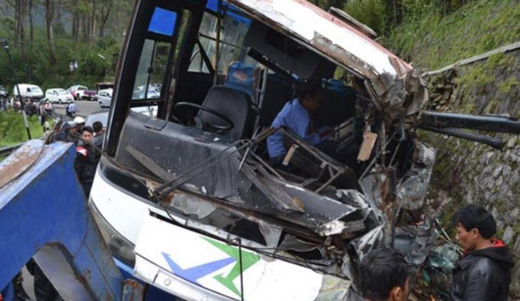 Ινδονησία: Τουλάχιστον 27 νεκροί από τη συντριβή τουριστικού λεωφορείου   Pagenews.gr