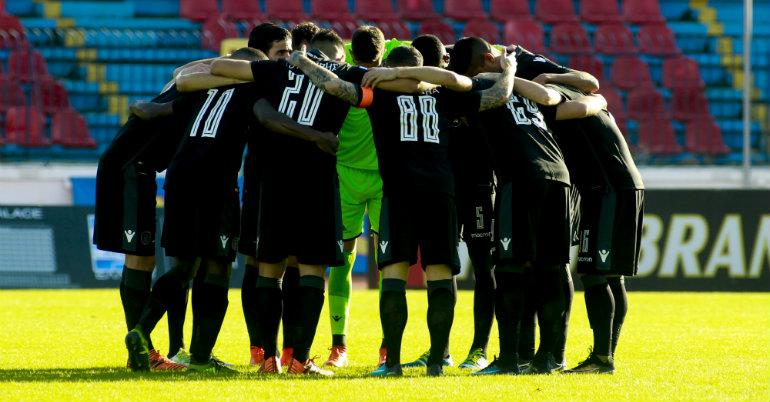 «Ντόπες» οπαδών σε Λουτσέσκου και παίκτες στην προπόνηση του ΠΑΟΚ | Pagenews.gr
