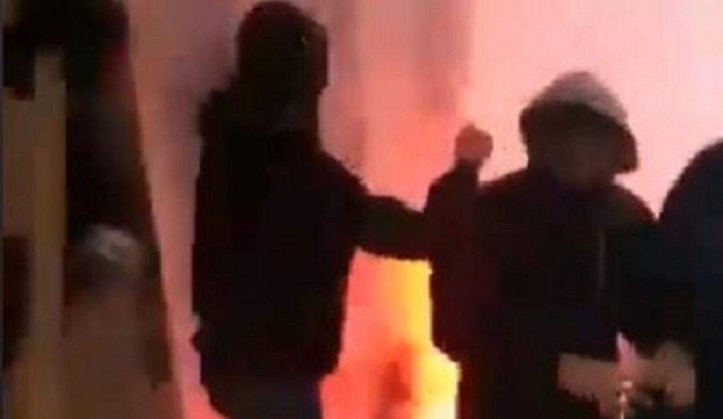 Σοκαριστικό βίντεο από την επίθεση στον σύνδεσμο του ΠΑΟΚ στην Ομόνοια | Pagenews.gr