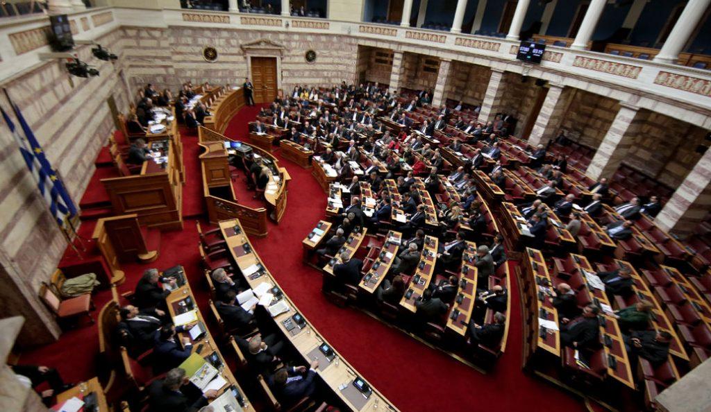 Βαριές κουβέντες στην Βουλή για εγκληματικότητα, Εξάρχεια, Ρουβίκωνα | Pagenews.gr