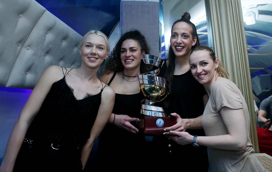 Ολυμπιακός: »Ερυθρόλευκο» γλέντι για το Κύπελλο! (pics) | Pagenews.gr