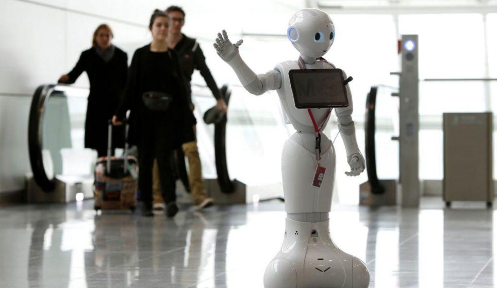 Μόναχο: Η Josie, το ανθρωποειδές ρομπότ, λύνει τις απορίες των ταξιδιωτών (vid) | Pagenews.gr