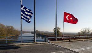 Σύλληψη Έλληνα στον Έβρο: Τούρκοι του πέρασαν χειροπέδες   Pagenews.gr
