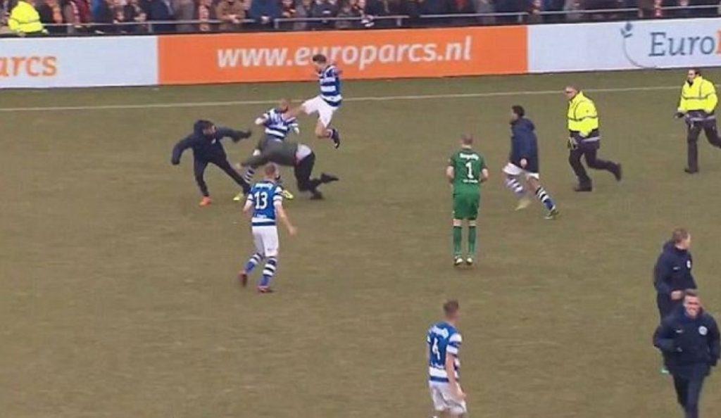 Ξύλο οπαδών με παίκτες και σεκιούριτι στην Ολλανδία! (vid) | Pagenews.gr