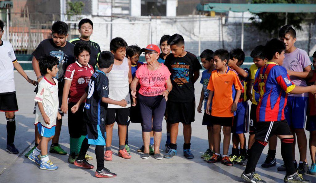 Περού: Αυτή είναι η γηραιότερη προπονήτρια ποδοσφαίρου στον κόσμο | Pagenews.gr