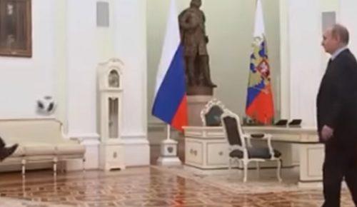 Βλαντίμιρ Πούτιν: Παίζει μπάλα με τον πρόεδρο της FIFA (vid) | Pagenews.gr