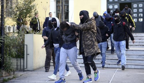Combat 18 Hellas: Ως μέλη εγκληματικής οργάνωσης κατηγορούνται οι επτά από τους έντεκα συλληφθέντες | Pagenews.gr