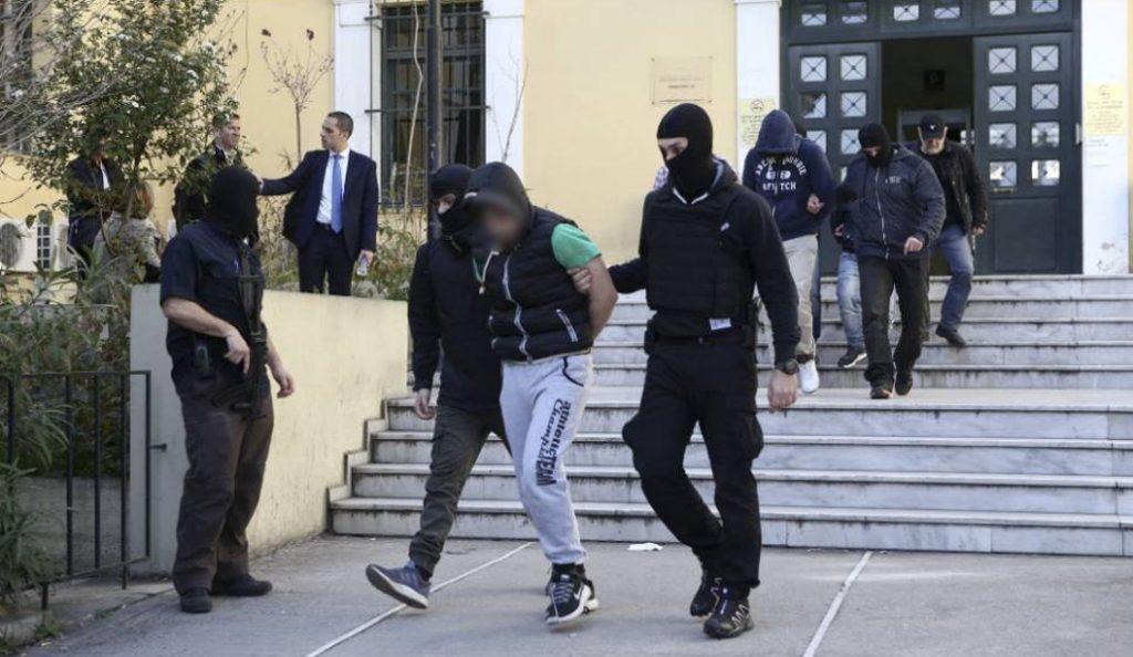Αντιτρομοκρατική: Οι φωτογραφίες από τo «οπλοστάσιο» της Combat 18 Hellas (pics) | Pagenews.gr
