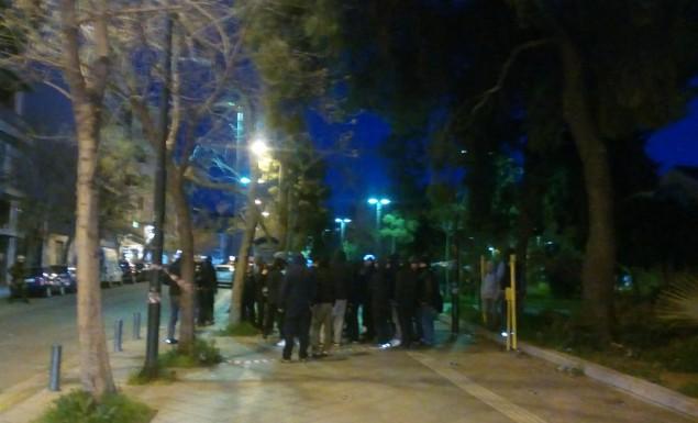 Οπαδοί του ΠΑΟΚ έξω από τα γραφεία του ΣΥΡΙΖΑ στην Αθήνα (pic, vid) | Pagenews.gr